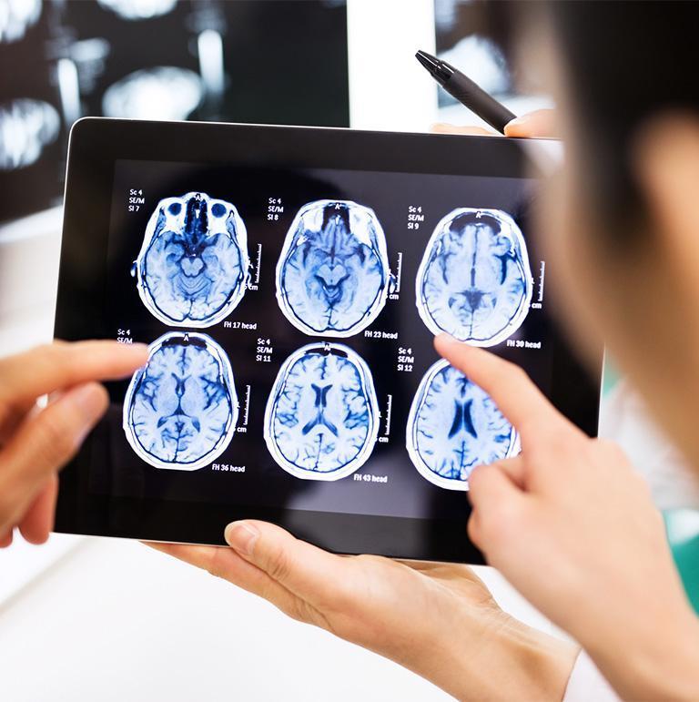 zdjęcie rentgenu na tablecie